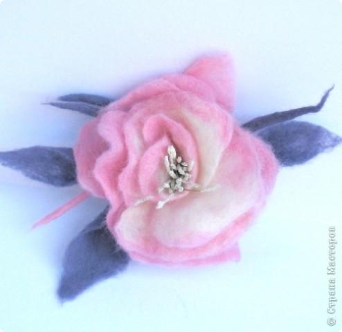 Украшение Валяние (фильцевание): валяные цветы Шерсть.  Фото 2.