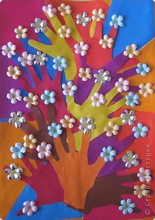 Коллективная работа Аппликация из«ладошек»: Весеннее дерево Картон