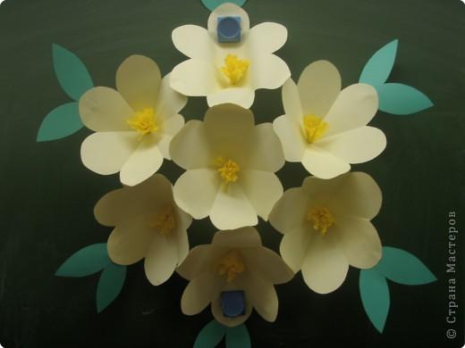 Цветы из бумаги на доску своими руками