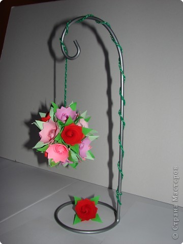 Как сделать оригами розу из бумаги?  Надеюсь вам понравился наш мастер...