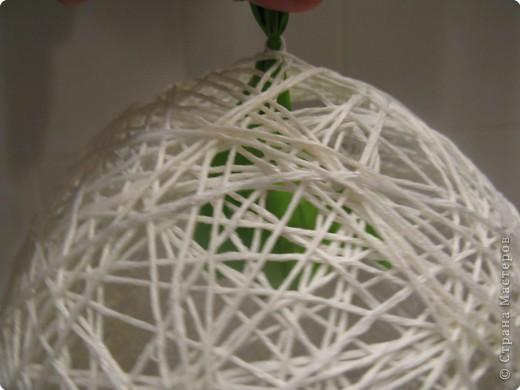 Мастер-класс Моделирование: Снеговик из ниток.  Готовимся к Новому году Бумага гофрированная, Нитки, Шарики воздушные Новый год. Фото 9