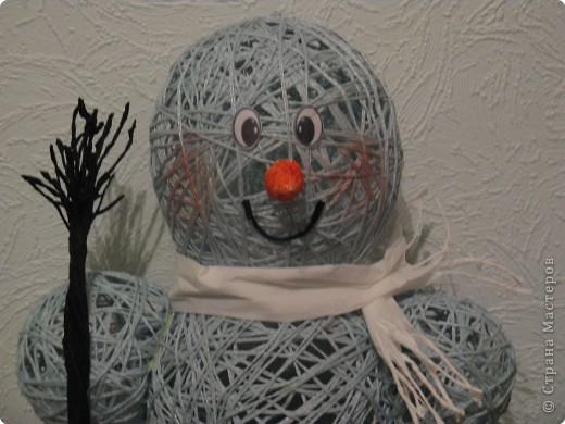 Мастер-класс Моделирование: Снеговик из ниток.  Готовимся к Новому году Бумага гофрированная, Нитки, Шарики воздушные Новый год. Фото 3