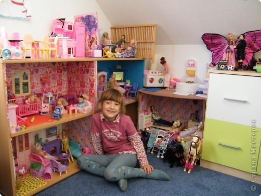 Смотреть видео как сделать домик для кукол своими руками