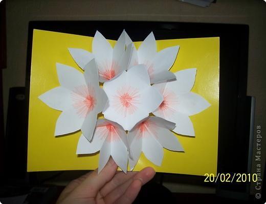Бумагопластика: Открытка с объемным букетом