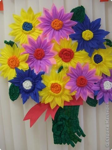 Цветы к 8 марта  в детском саду из ватных дисков 138