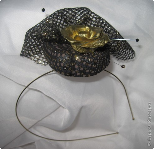Вечерняя шляпа с сеточкой