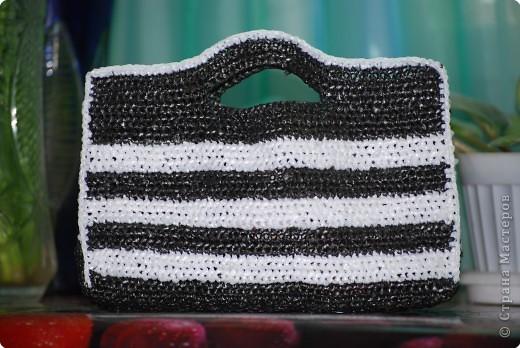 Вязание крючком: Сумочки из мусорных пакетов :-))) Материал бросовый.