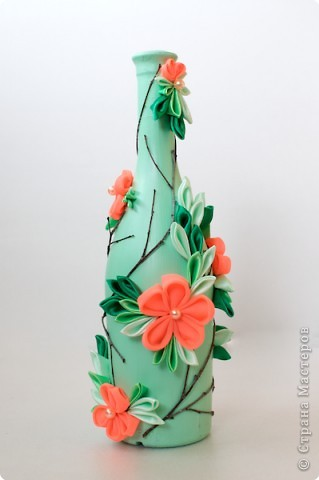 Декор предметов Цумами Канзаши: Декорирование бутылок Ткань. Фото 2