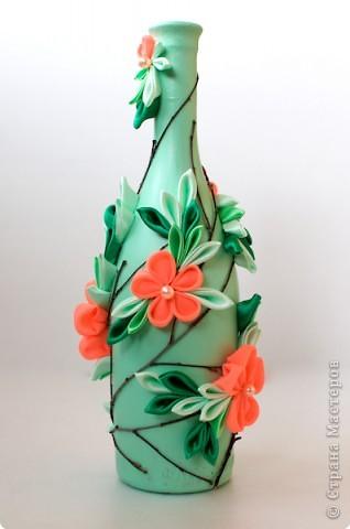 Декор предметов Цумами Канзаши: Декорирование бутылок Ткань. Фото 1