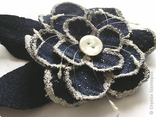 Цветки из джинсовой ткани