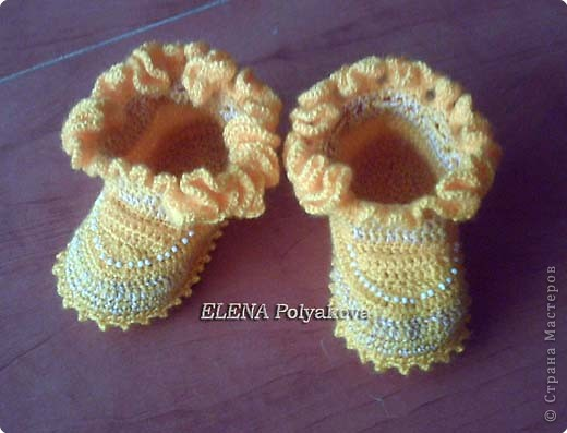 Гардероб Вязание крючком: Закрытые пинетки с рюшей. Описание вязания Пряжа. Фото 1