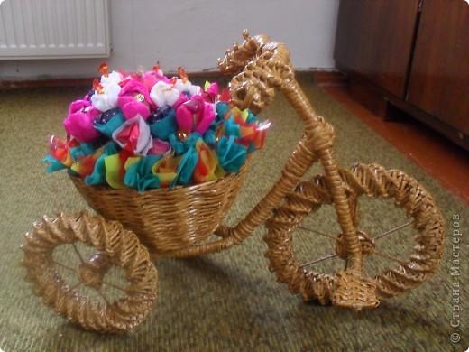 Поделка, изделие Моделирование, Плетение: Велосипед газетный Бумага журнальная, Краска День рождения