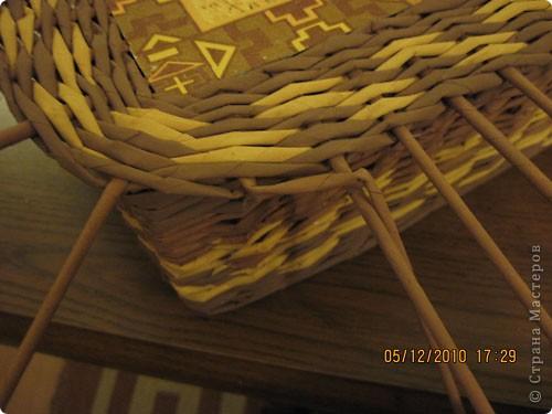 Попытаюсь выложить фото, как я делаю коробки от А до Я. Все это я нашла на просторах интеренета. Где именно , перечислить не могу- и здесь, и в Ручной работе , и на чешских, польских сайтах. (Всем большое спасибо!) Где-то , как делать дно, где-то бортики, плетение, крышку . Единственно мое -пункт 18 -две трубочки на углах (пока не встречала в интеренете,или не заметила, там делают в углах одну трубочку), но не претендую на авторство, возможно еще найду подобное, ведь дальше в поиске. В общем с мира по нитке..., а мне коробочка Сделала из картона такой