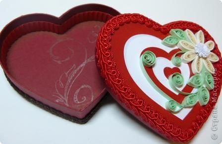 Декор предметов Квиллинг: шкатулки сердечки Картон, Ленты, Бумажные полосы Валентинов день. Фото 3