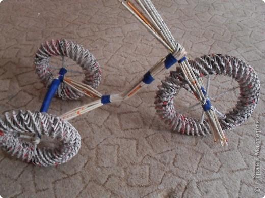 Мастер-класс,  Моделирование, Плетение, : Велосипед газетный.Часть2.Собираем велосипед Бумага газетная, Клей, Скотч . Фото 7