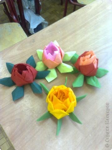 Такие цветы из гофрированной