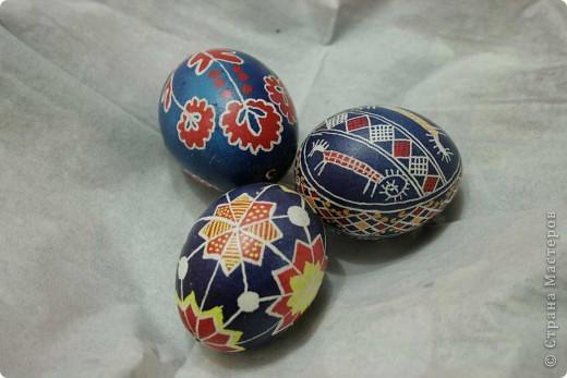 ПИСАНКА - это неповторимое произведение народного искусства, это символ Вселенной. Изготовление писанок связывается с дохристианским народным обычаем встречать весну, с пробуждением земли, началом сельскохозяйственных работ, а позже - с Пасхой.Писанкарство присутствует у многих славянских народов, однако широкое распространение оно получило только в Украине, превратившись на яркое самобытное явление.
