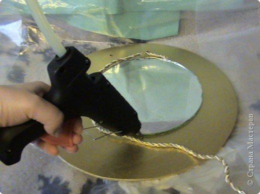 Захотелось сделать вещь не только красивую, но и функциональную. Диаметр круга 30 см, а диаметр самого зеркала 18 см.. Фото 8