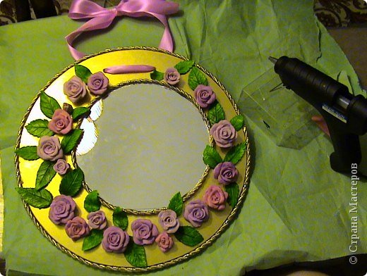 Захотелось сделать вещь не только красивую, но и функциональную. Диаметр круга 30 см, а диаметр самого зеркала 18 см.. Фото 11