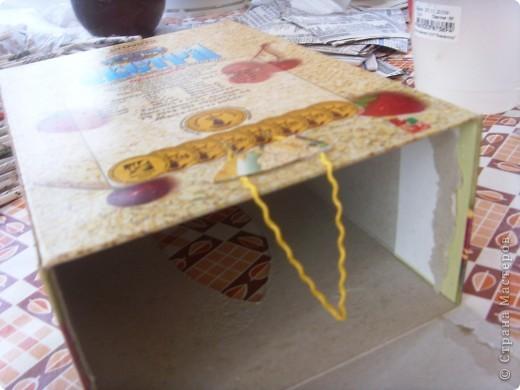 Мастер-класс, Поделка, изделие Декупаж: Салфетница или как я использовала белые слои от салфеток. Бумага газетная, Коробки, Материал бросовый, Салфетки, Скорлупа яичная Дебют. Фото 5
