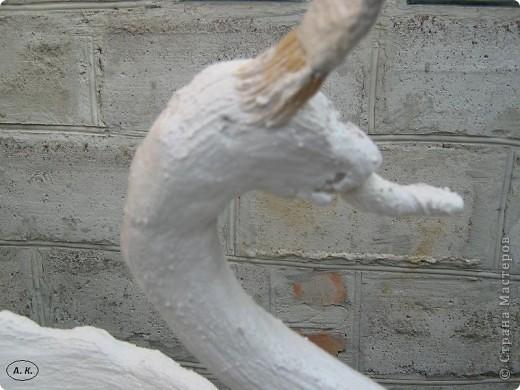 Я упустила в первой части один момент - при обматывании шеи бинтом приплюсните руками клюв. Фото 7