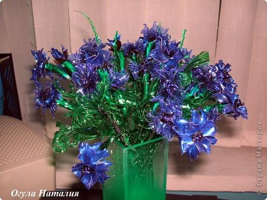 Как сделать букет цветов из пластиковых бутылок7