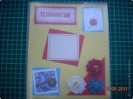 """Широкие возможности для школьного дизайна открывает предмет """"Технология"""". Использовать можно все техники, которые изучаются на уроке!  Представляю вам вариант обложки, в котором использованы: вышивка крестом, вязание крючком и аппликация.. Фото 14"""