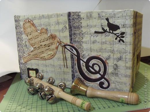 Скрапбукинг Аппликация: Коробка для музыкальных инструментов.  Бумага. Фото 5