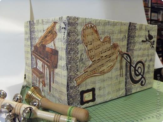 Скрапбукинг Аппликация: Коробка для музыкальных инструментов.  Бумага. Фото 8