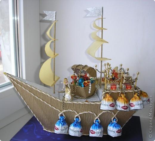 Большой корабль из пенопласта