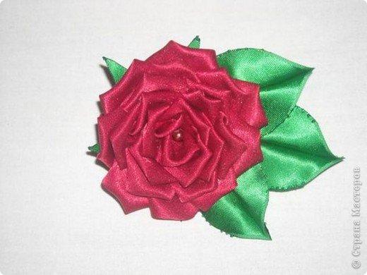 Это цитата сообщения.  Красивая роза из атласных лент.  МК.