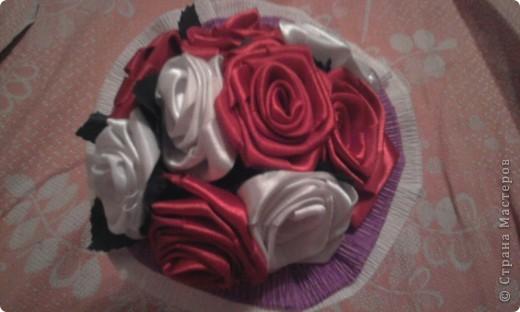 Поделка, изделие Шитьё: Розы из лент Бумага гофрированная, Ленты