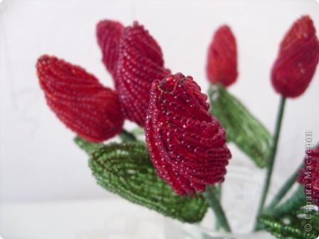 Тюльпаны из бисера. Фото