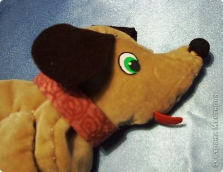 Я очень люблю собак. Особенно мне нравятся таксы. Поэтому я сшила себе пенал из бархатистой ткани в виде щенка.. Фото 2