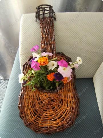 Плетение: Гитара-кашпо из газет. МК.. Фото 1