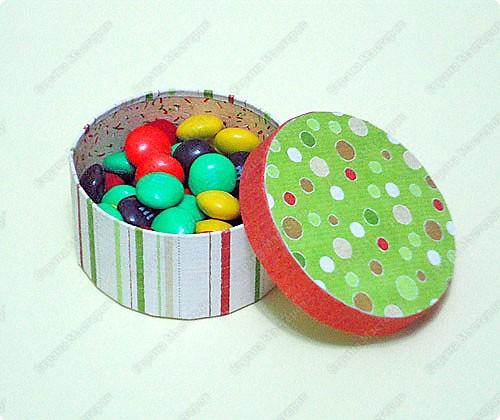 Мастер-класс, Поделка, изделие Бумагопластика: Маленькая круглая коробочка Бумага, Картон Новый год. Фото 1