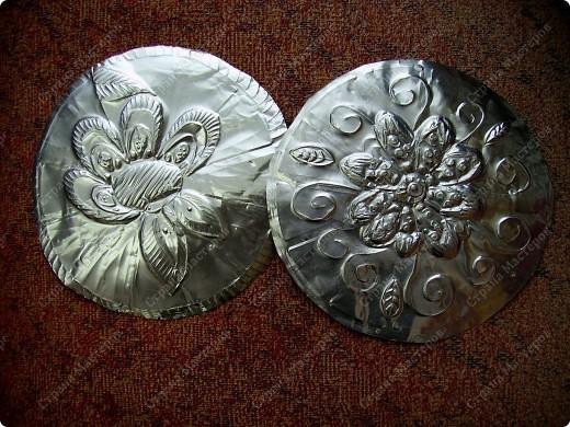 Поделка, изделие Чеканка: Чеканим на формах от кексов Фольга. Фото 2