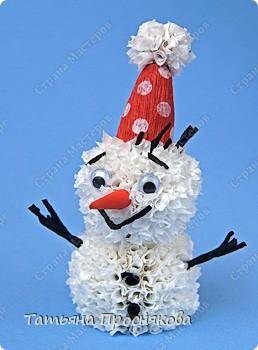 Игрушка, Мастер-класс Торцевание на пластилине: Пушистый снеговичок Бумага гофрированная, Пластилин Новый год