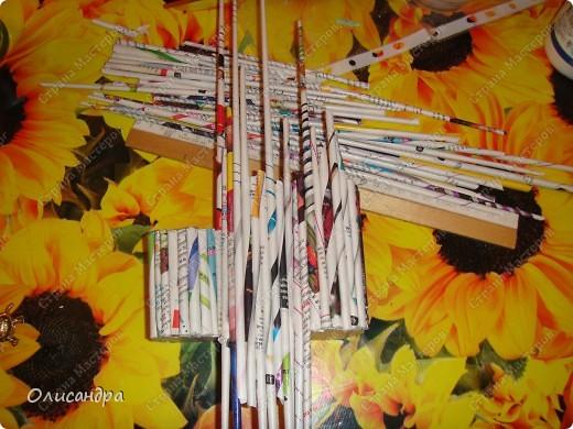 Мне очень нравятся изделия,сделанные из обычных газет...Плетение я,к сожалению,так и не освоила, но, трубочки крутить научилась...И вот,что из этого вышло.... Фото 5