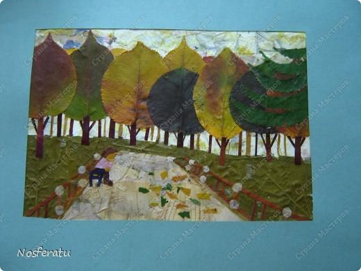 Аппликация: осенний пейзаж из листьев Листья.  Фото 1.