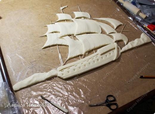 Я делала уже такой корабль около года назад. Размер работы 60х50 см. Сейчас покажу, как я его лепила и расписывала))). Фото 17