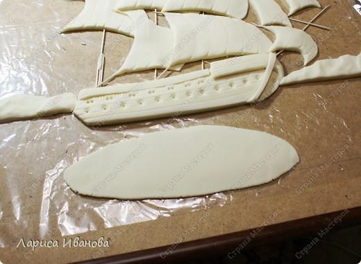 Я делала уже такой корабль около года назад. Размер работы 60х50 см. Сейчас покажу, как я его лепила и расписывала))). Фото 18