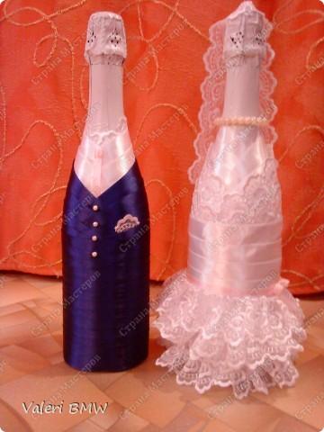 Декор предметов: Свадебные бутылки и бокалы Ленты Свадьба.  Фото 4.