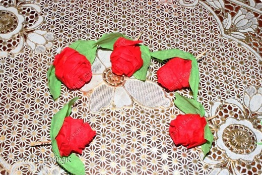 Мастер-класс,  Аппликация, : Шар из роз. МК Бумага газетная, Бумага гофрированная, Клей . Фото 19