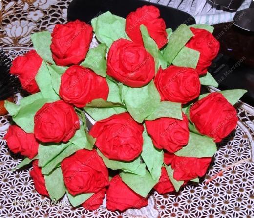 Мастер-класс,  Аппликация, : Шар из роз. МК Бумага газетная, Бумага гофрированная, Клей . Фото 21