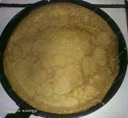 Для приготовления роллов потребуются: шоколадные блины, киви,  банан или клубника, сыр Буко и мед.. Фото 3