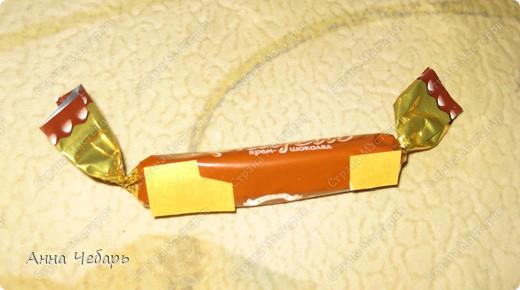 Мастер-класс, Свит-дизайн,  : Мой первый конфетный корабль Бумага гофрированная, Капрон, Ленты, Материал оберточный, Скотч, Тесьма . Фото 4