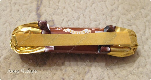 Мастер-класс, Свит-дизайн,  : Мой первый конфетный корабль Бумага гофрированная, Капрон, Ленты, Материал оберточный, Скотч, Тесьма . Фото 5
