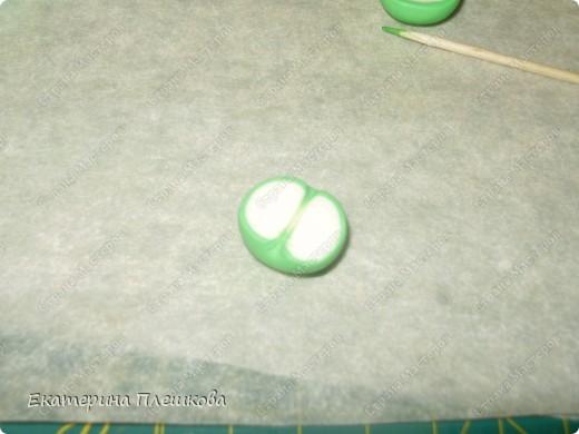Нам понадобится пластика зеленого и цвета слоновой кости. Чтобы сделать светло - зелёный цвет, я смешивала зеленую и белую (1:2). Фото 8