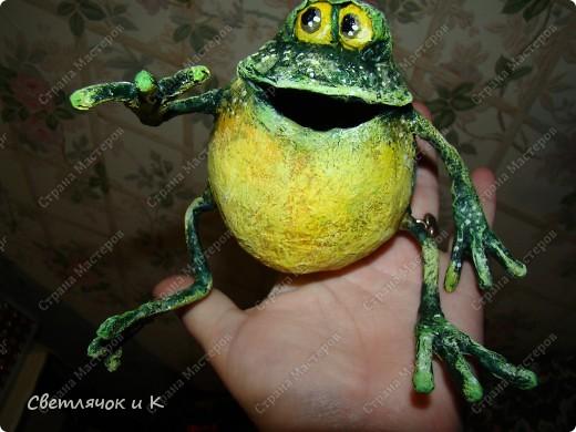 Копилка-лягушка из папье-маше своими руками 84